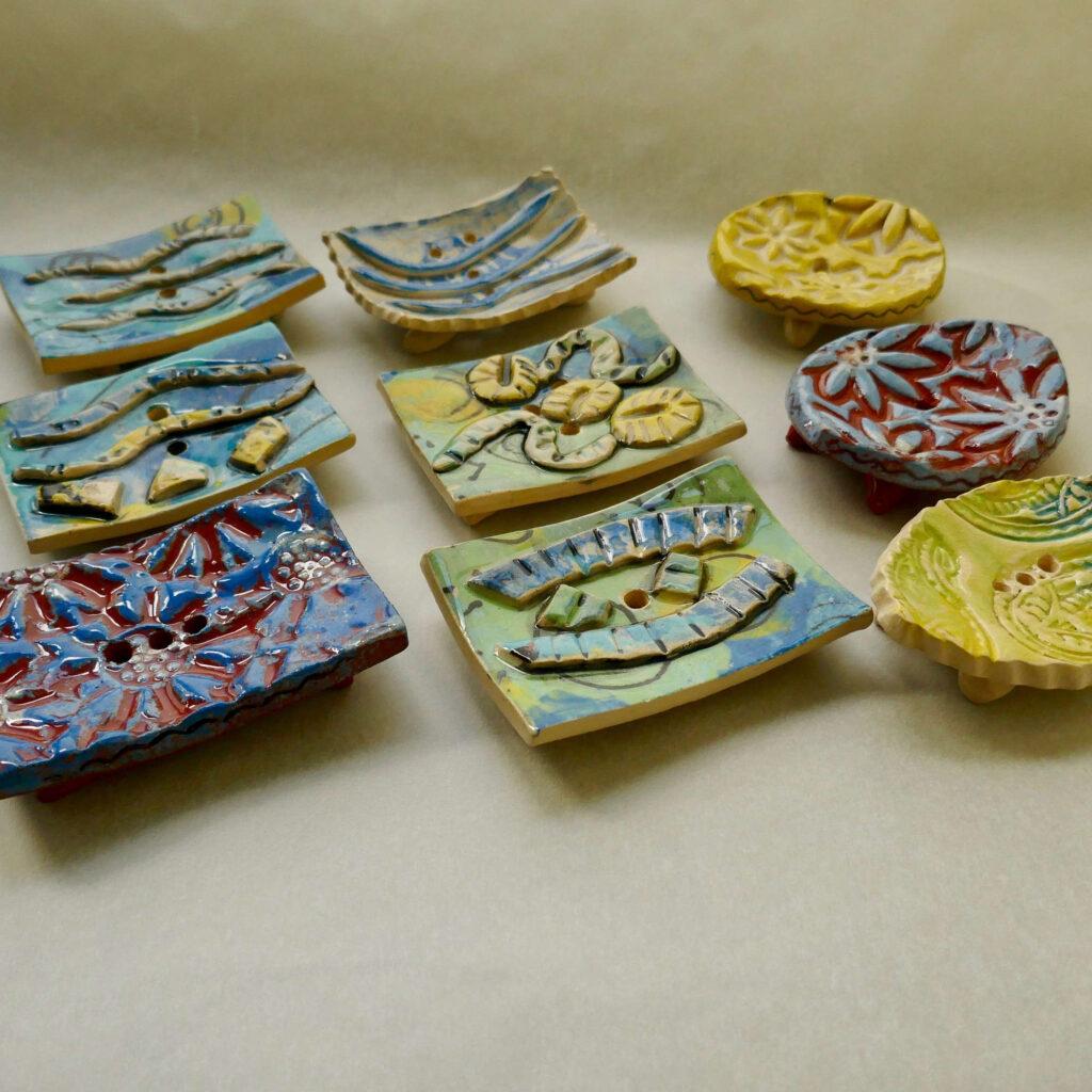 9 Seifenschalen von Elizabeth Friedrich in gebogener Form ohne Plastik im Bad